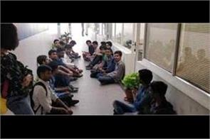 students of delhi school of journalism end the hunger strike