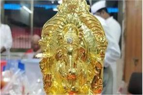 rs 42 lakh gold ganpati idol with diamond gifted to lalbaugcha raja