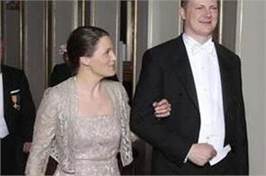 norwegian minister steps down for wife s career