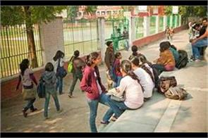 dusu trouble students of du dean