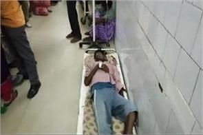 jamshedpur s mgm hospital is unhealthy patient is lying on the floor