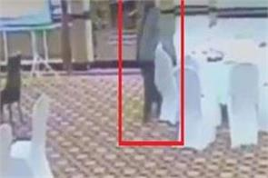 pakistani bureaucrat steals wallet of kuwaiti delegate video viral