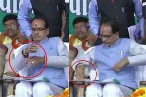 cm shivraj remove his rakhi on stage in shedol