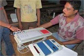 training of evm experiments being given to participants of election duties