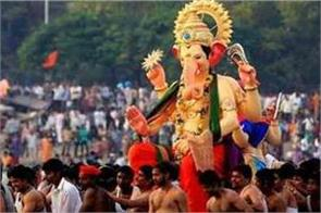 a gruesome incident during the immersion of ganesh idol in agra