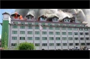 fire erupts in pamposh hotel lal chowk