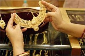 gold glitters on jewellers  buying weak rupee