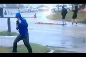 weather reporter s florence fake struggles go viral