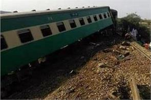 train derails in pakistan 20 injured