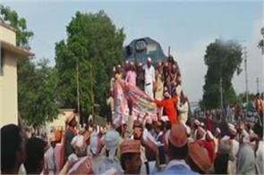 bundelkhand kisan union jam protested by rail track these demands