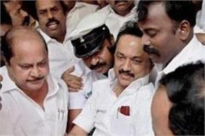 instructions to dmk workers do not touch stalin feet