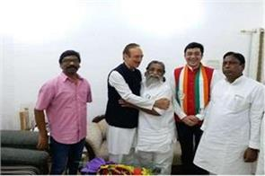 congress general secretary ghulam nabi azad who arrived in jharkhand
