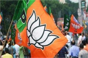 delhi firecrackers thrown at bjp leaders complaint filed