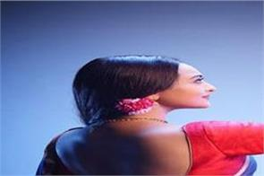 sonakshi sinha wishes happy karva chauth to her fans in dabangg 3 style