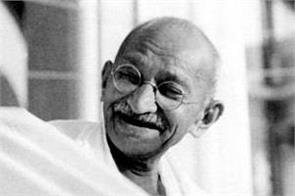 memories related to bapu have been saved in this temple