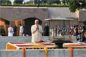 gandhi 150 birth anniversary pm modi paid tribute to rajghat