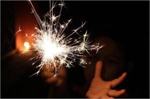 case registered against 13 people who burst firecrackers after 10 pm