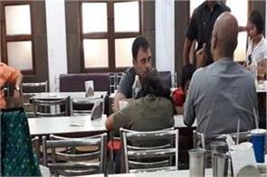 rahul gandhi arrives at bengali market in delhi