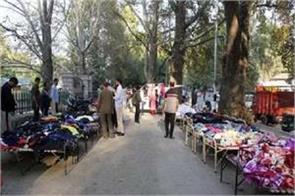 srinagar kashmiri crowd gathering in weekly market