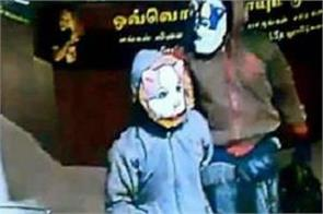 thieves took away 13 crore jewels wearing dog cat masks