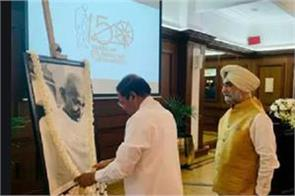 sri lankan president pm pay tribute to mahatma gandhi