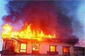 heavy fire in batmaloo area of srinagar 7 shops burnt to ashes