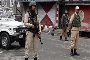 life affected in kashmir on 82nd day jama masjid closed