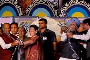 manmohan and sonia attended the dussehra ceremony at the red fort ground