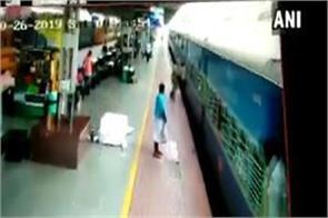 passenger fell from moving train rpf personnel saved his life