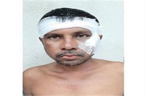 tmc worker beaten up by his colleagues for saying  jai shri ram
