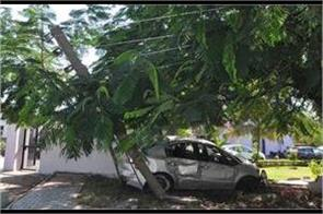 drunk young man s car collides with the police station wall