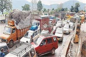 hundreds of vehicles stranded due to snowfall rain disrupted life