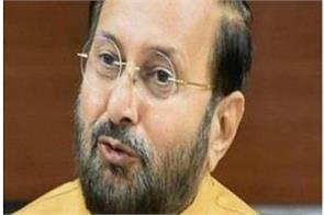 javadekar says kejriwal doing politics on poisonous air