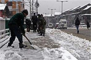 fresh snowfall in kashmir highway closed light snowfall in two days