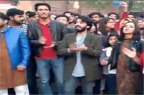 students raising azadi slogans in lahore
