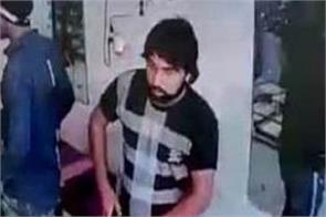 boys escaped after robbery of lakhs