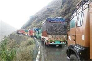 jammu srinagar national highway closed landslide thousands passengers stranded