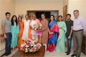 thackeray went to pawar s house and wished him a happy birthday