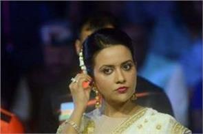 amruta fadnavis again targets uddhav