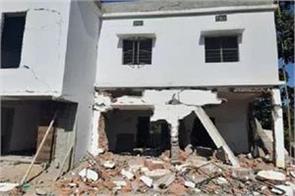 naxalites blow up community building