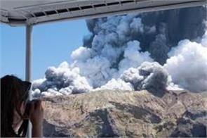 shocking footage shows volcanic eruption engulf new zealand