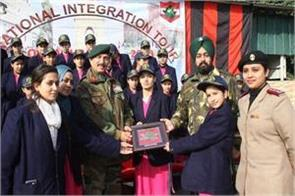indian army made 30 kashmiri girl students visit delhi and agra