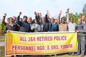 retired policemen protesting against pending demands