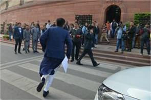 railway minister piyush goyal reached parliament while running