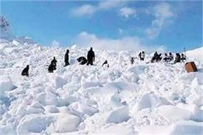 4 policemen trapped in icy storm army rescued