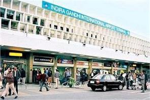 four kashmiri people arrested with four million rupees at the airport