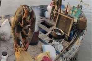 bsf confiscated pakistan boat in sir creek gujarat