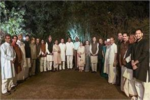sonia gandhi invites opposition to dinner
