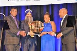 indian sikh presented with rosa parks trailblazer award in us