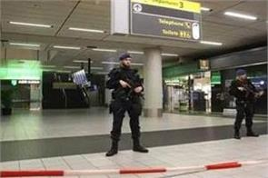 amsterdam airport departure area evacuated for bomb threat